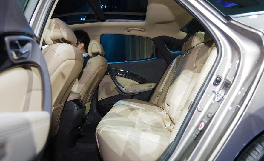 2012 Hyundai Azera - Slide 12