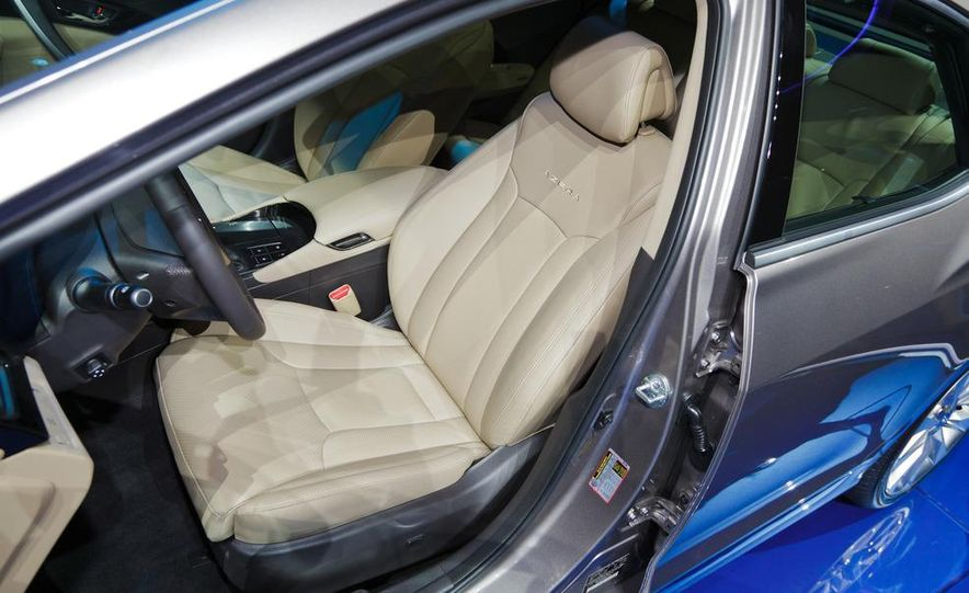 2012 Hyundai Azera - Slide 13
