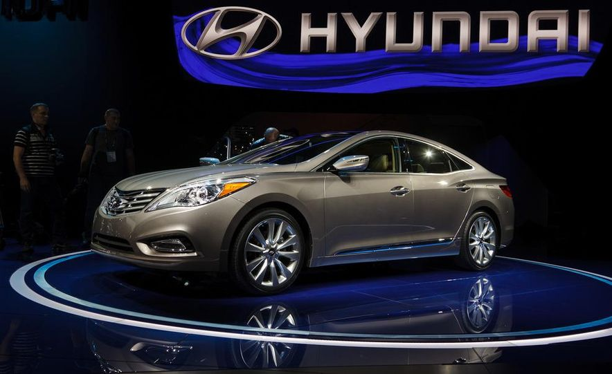 2012 Hyundai Azera - Slide 2