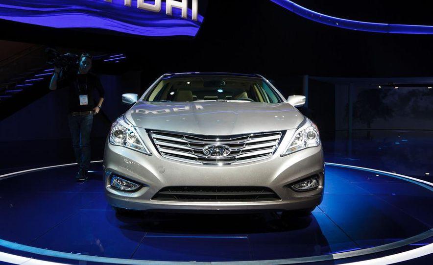 2012 Hyundai Azera - Slide 4