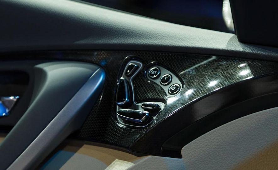 2012 Hyundai Azera - Slide 15