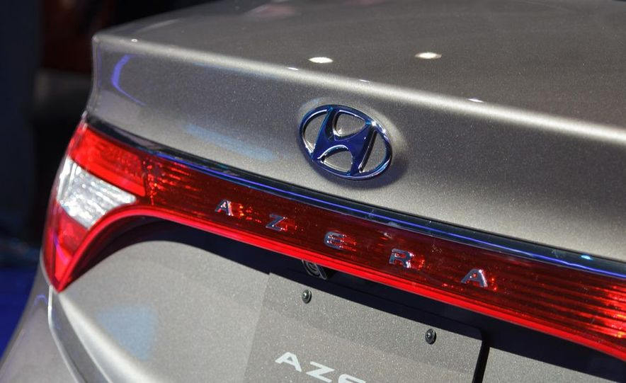 2012 Hyundai Azera - Slide 9