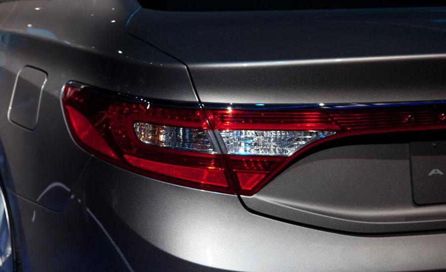 2012 Hyundai Azera - Slide 6
