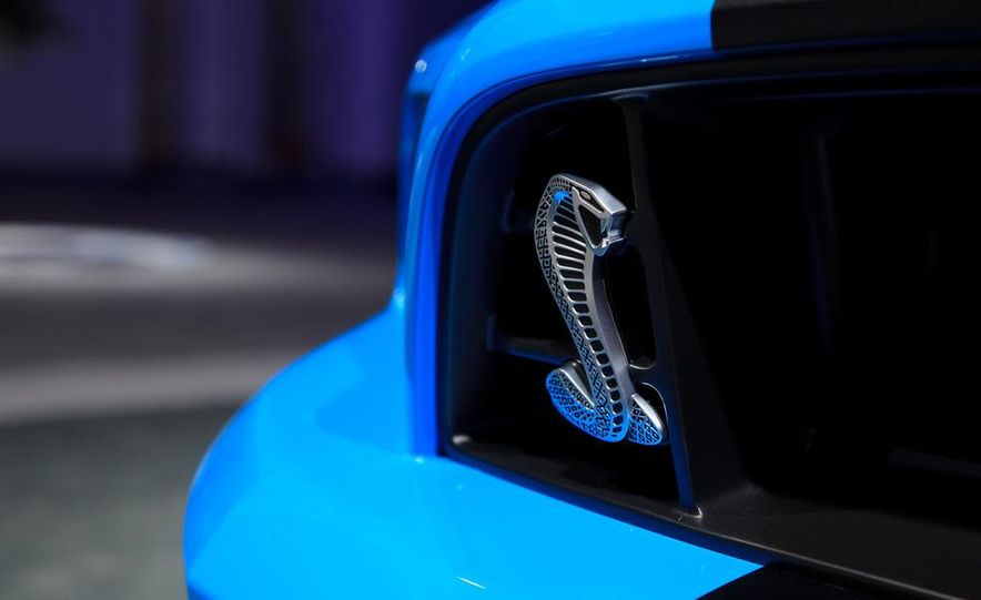 2013 Ford Mustang Shelby GT500 - Slide 10