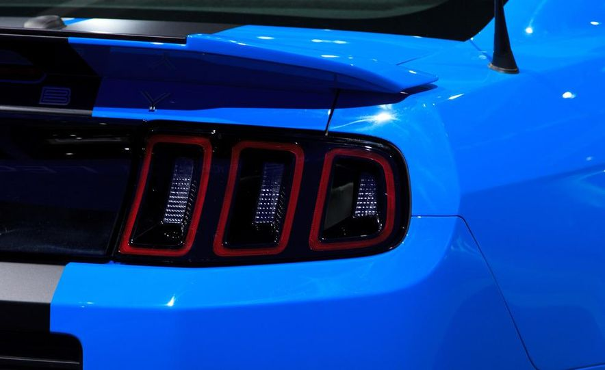 2013 Ford Mustang Shelby GT500 - Slide 12