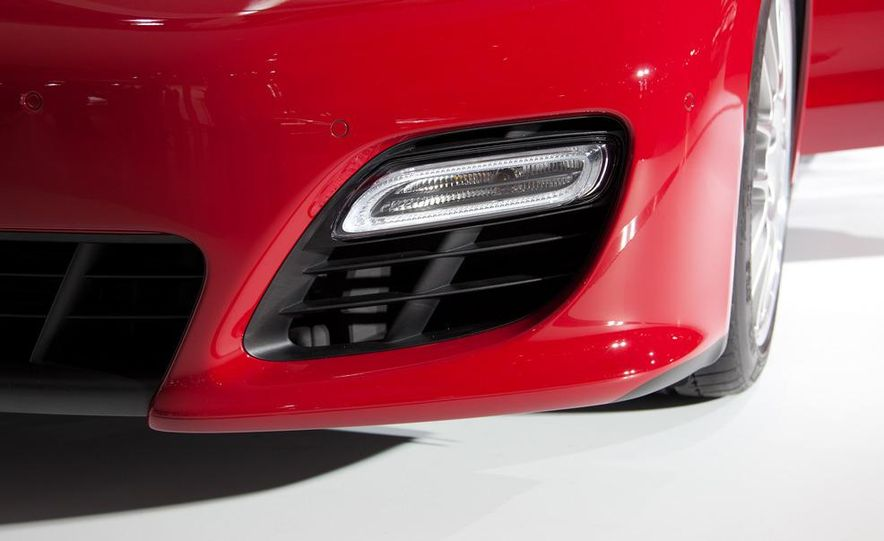 2013 Porsche Panamera GTS - Slide 10