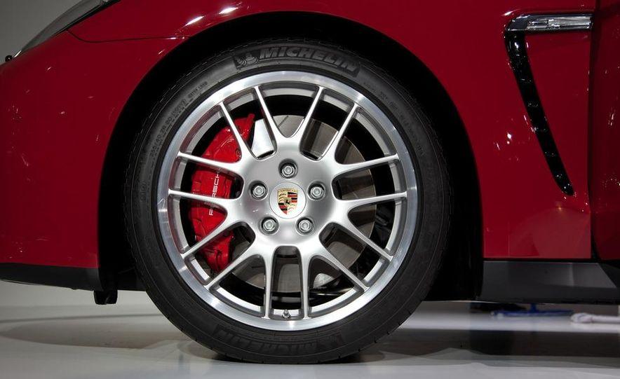 2013 Porsche Panamera GTS - Slide 9