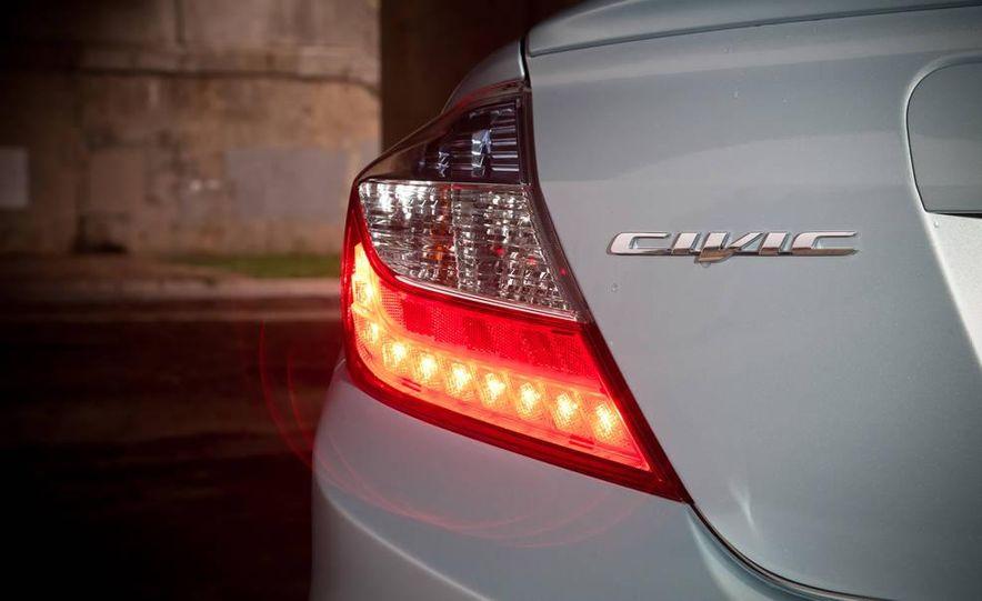 2012 Honda Civic hybrid - Slide 9