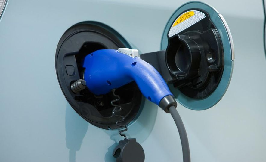 2012 Toyota Prius plug-in hybrid - Slide 21