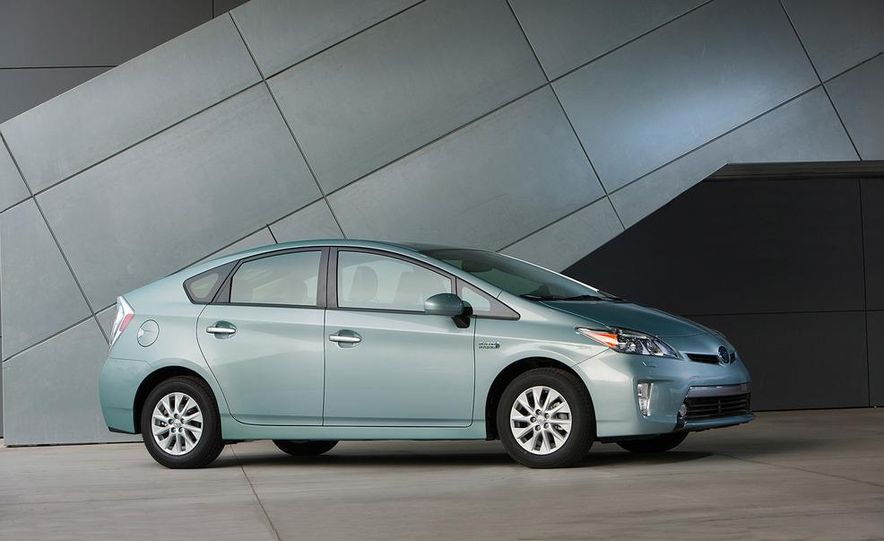 2012 Toyota Prius plug-in hybrid - Slide 1