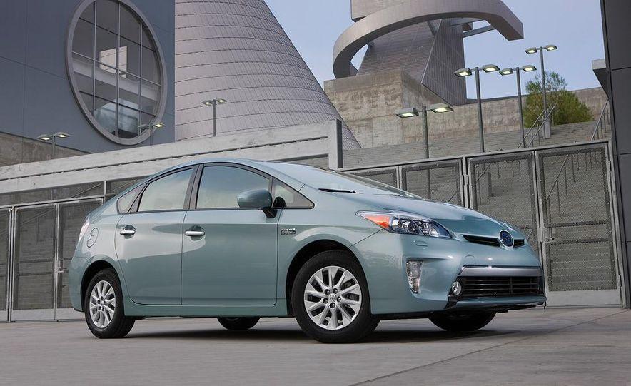 2012 Toyota Prius plug-in hybrid - Slide 2