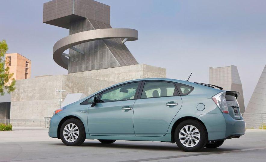 2012 Toyota Prius plug-in hybrid - Slide 4