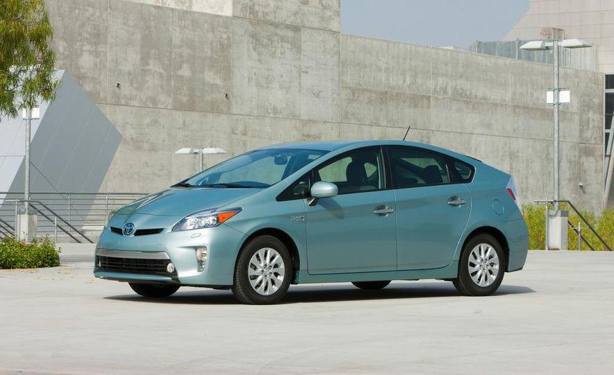 2012 Toyota Prius plug-in hybrid - Slide 5