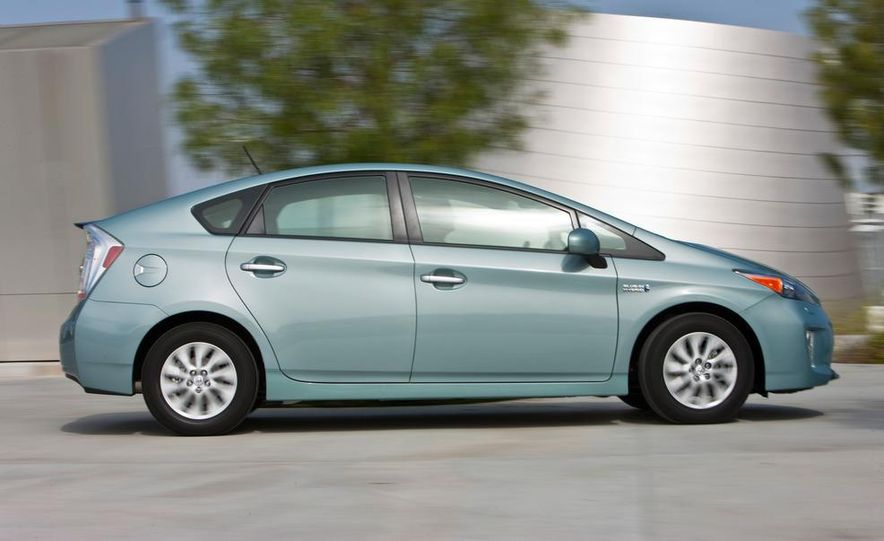 2012 Toyota Prius plug-in hybrid - Slide 6