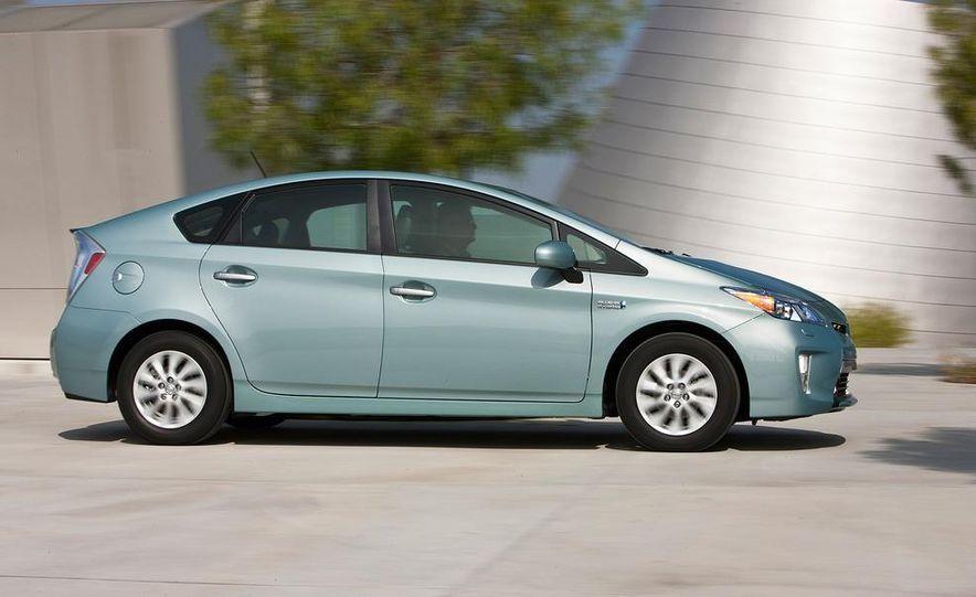 2012 Toyota Prius plug-in hybrid - Slide 8