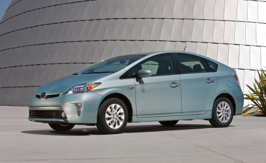2012 Toyota Prius plug-in hybrid - Slide 10