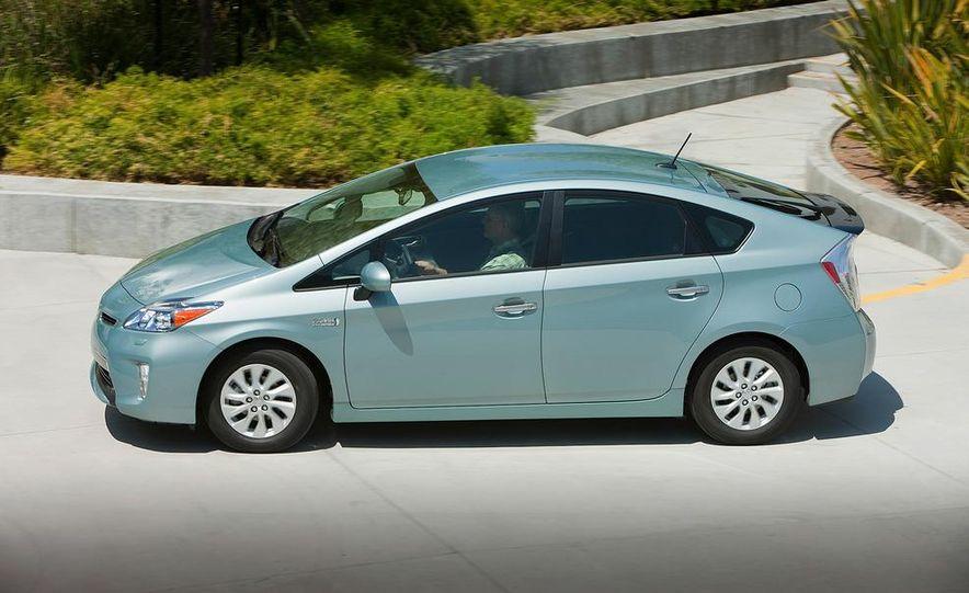 2012 Toyota Prius plug-in hybrid - Slide 11