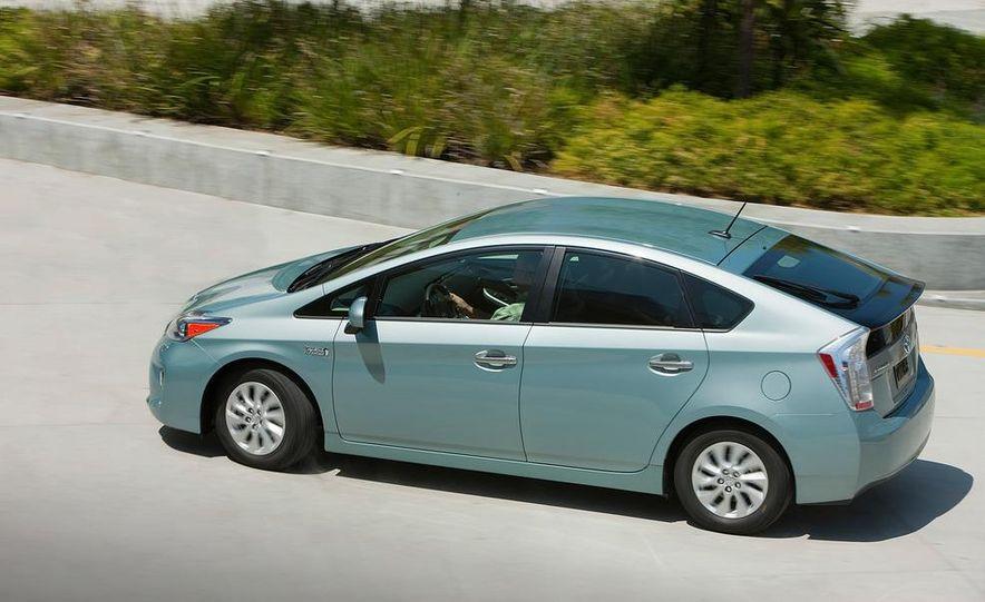 2012 Toyota Prius plug-in hybrid - Slide 12