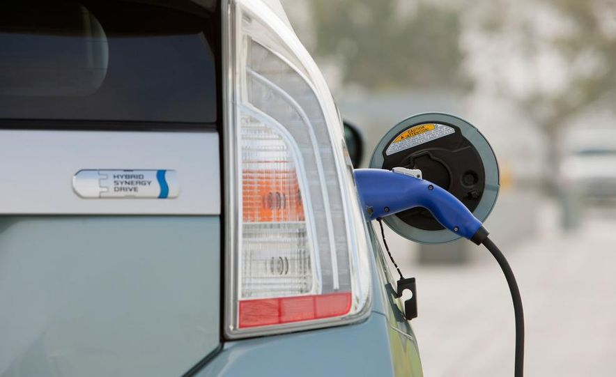 2012 Toyota Prius plug-in hybrid - Slide 20
