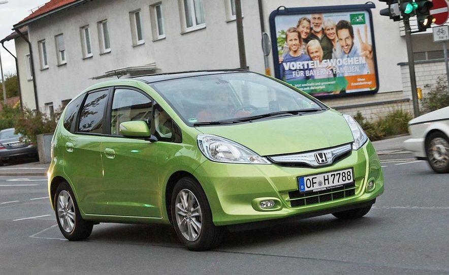 2011 Honda Jazz hybrid (Euro-spec) - Slide 1
