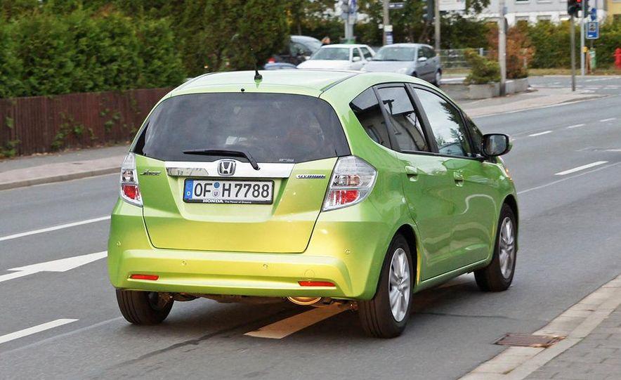 2011 Honda Jazz hybrid (Euro-spec) - Slide 5