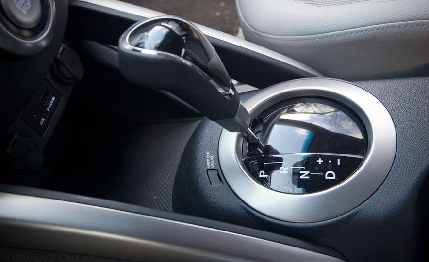 2012 Hyundai Veloster - Slide 24