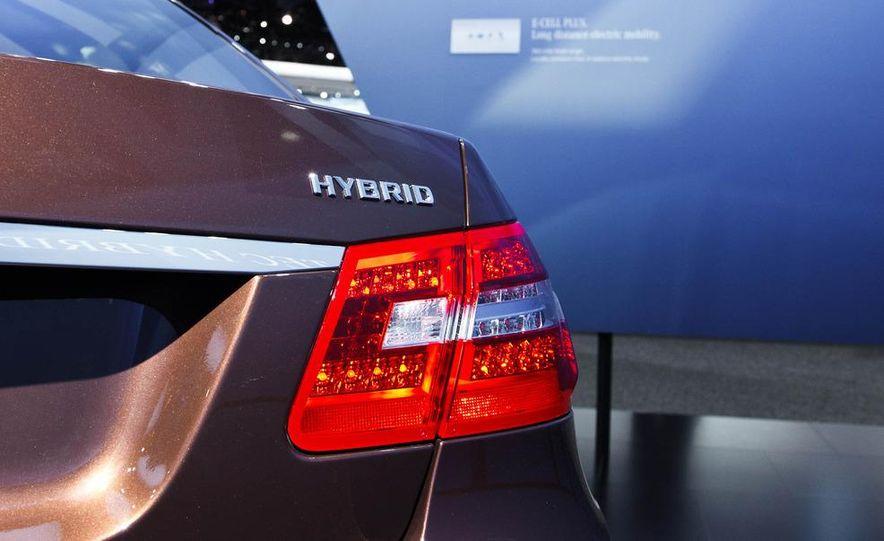 2013 Mercedes-Benz E400 Hybrid - Slide 4