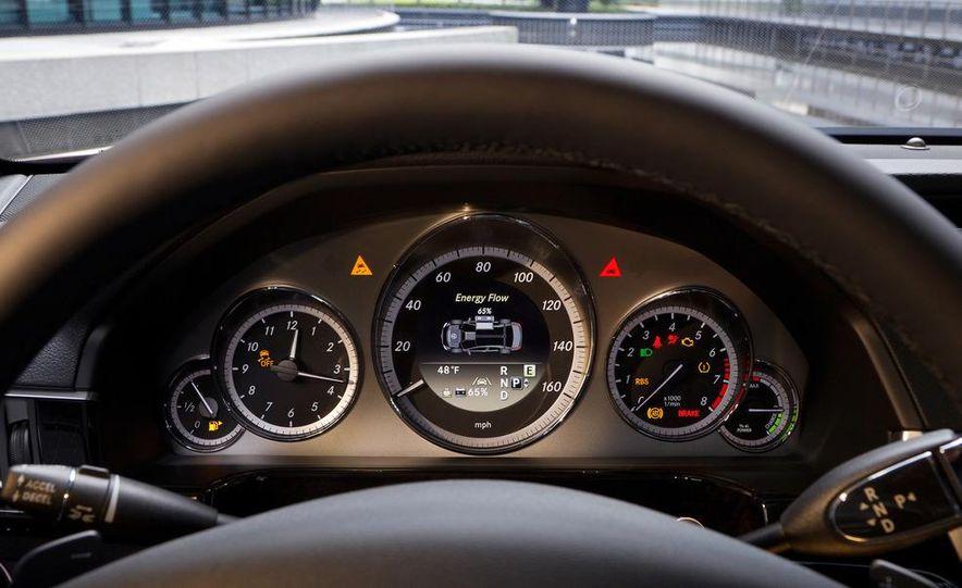 2013 Mercedes-Benz E400 Hybrid - Slide 11