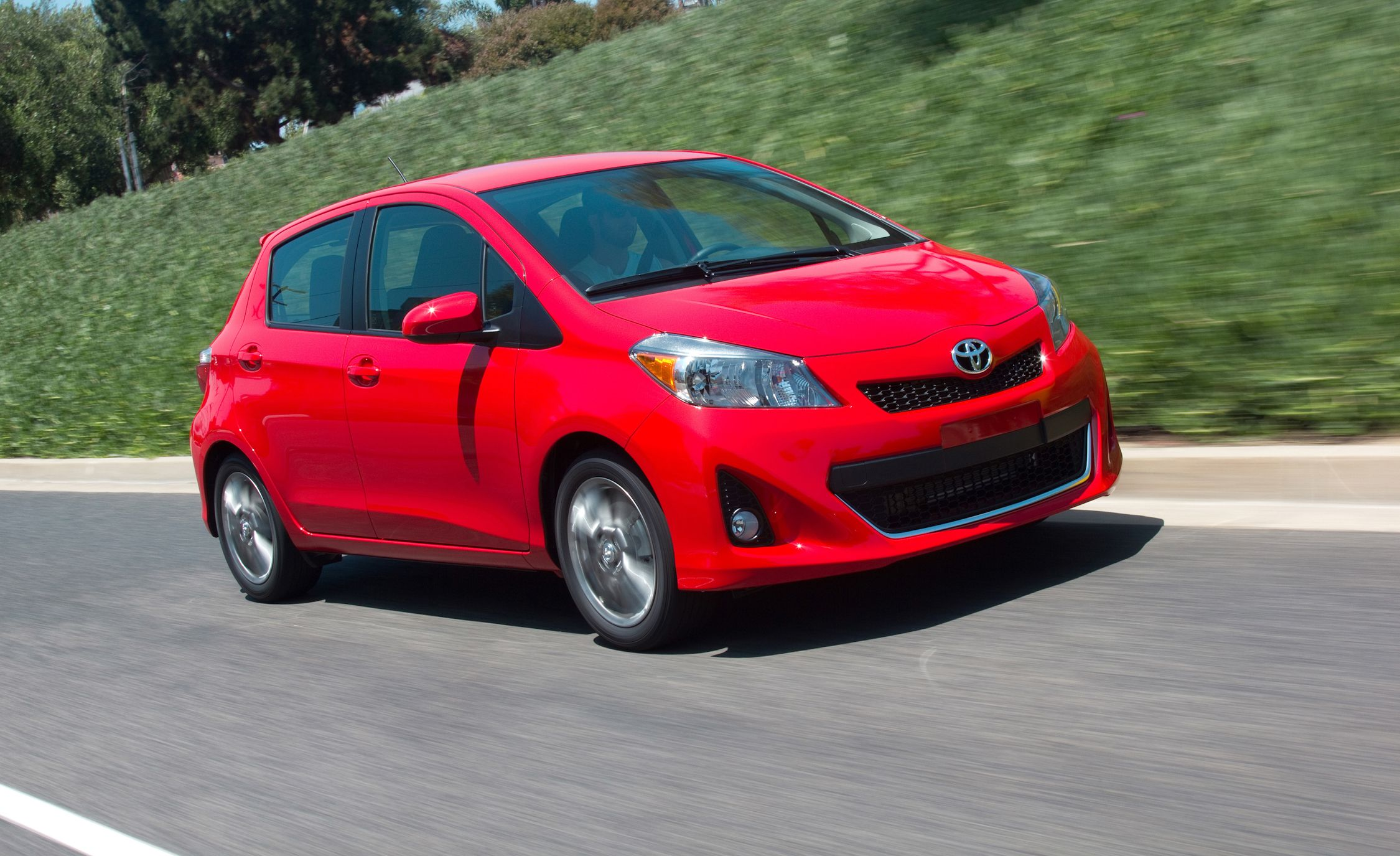 2012 toyota yaris se test review car and driver. Black Bedroom Furniture Sets. Home Design Ideas