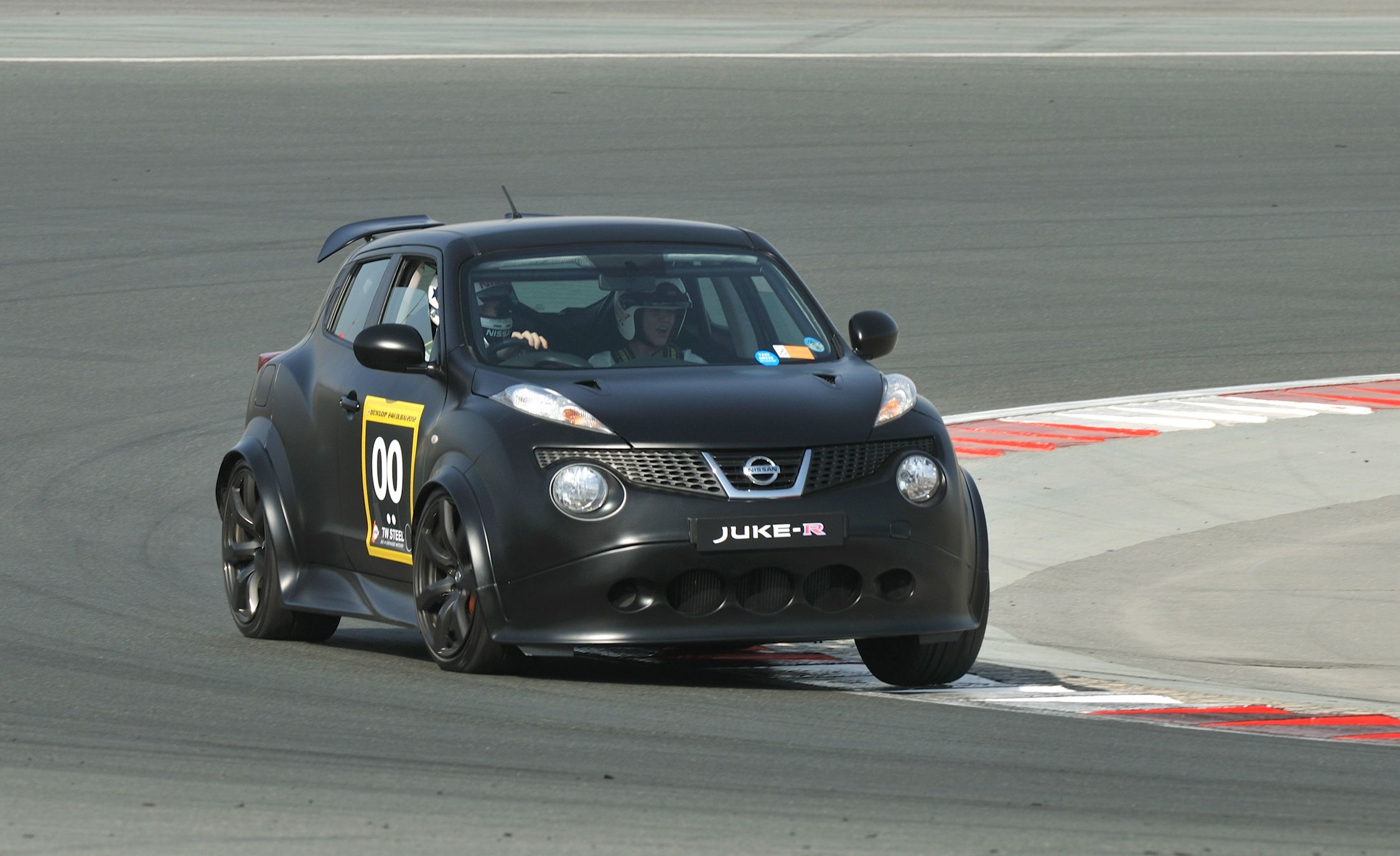 nissan juke r first drive review car and driver. Black Bedroom Furniture Sets. Home Design Ideas