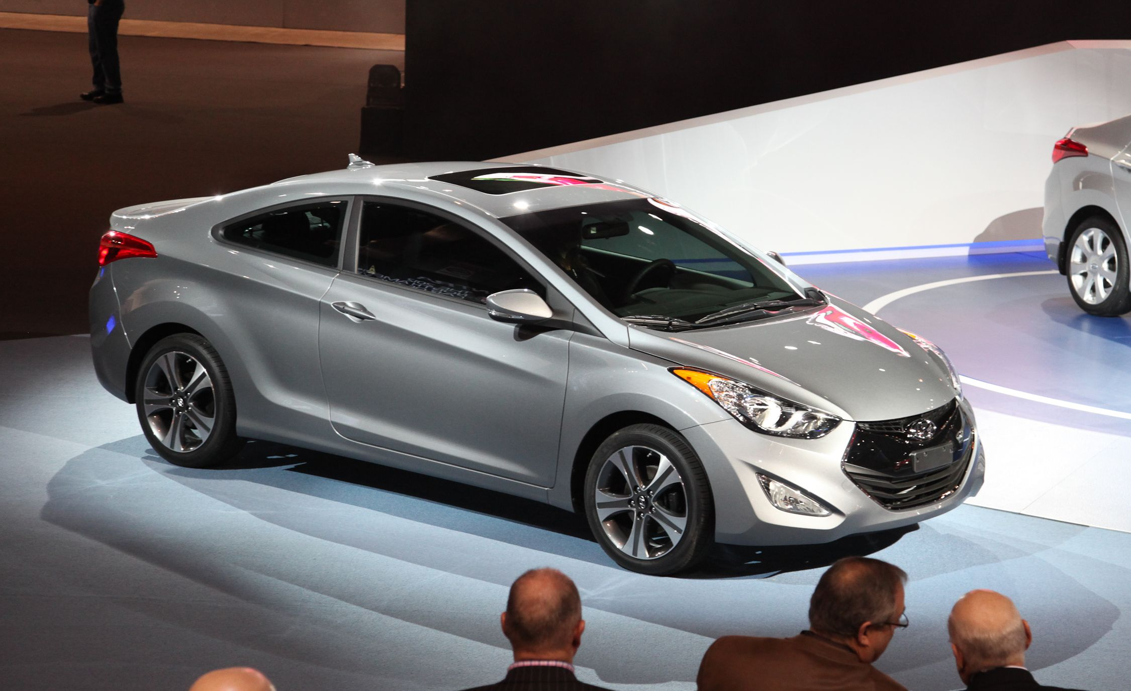 Hyundai Elantra Coupe >> 2013 Hyundai Elantra Coupe Photos And Info News Car And Driver
