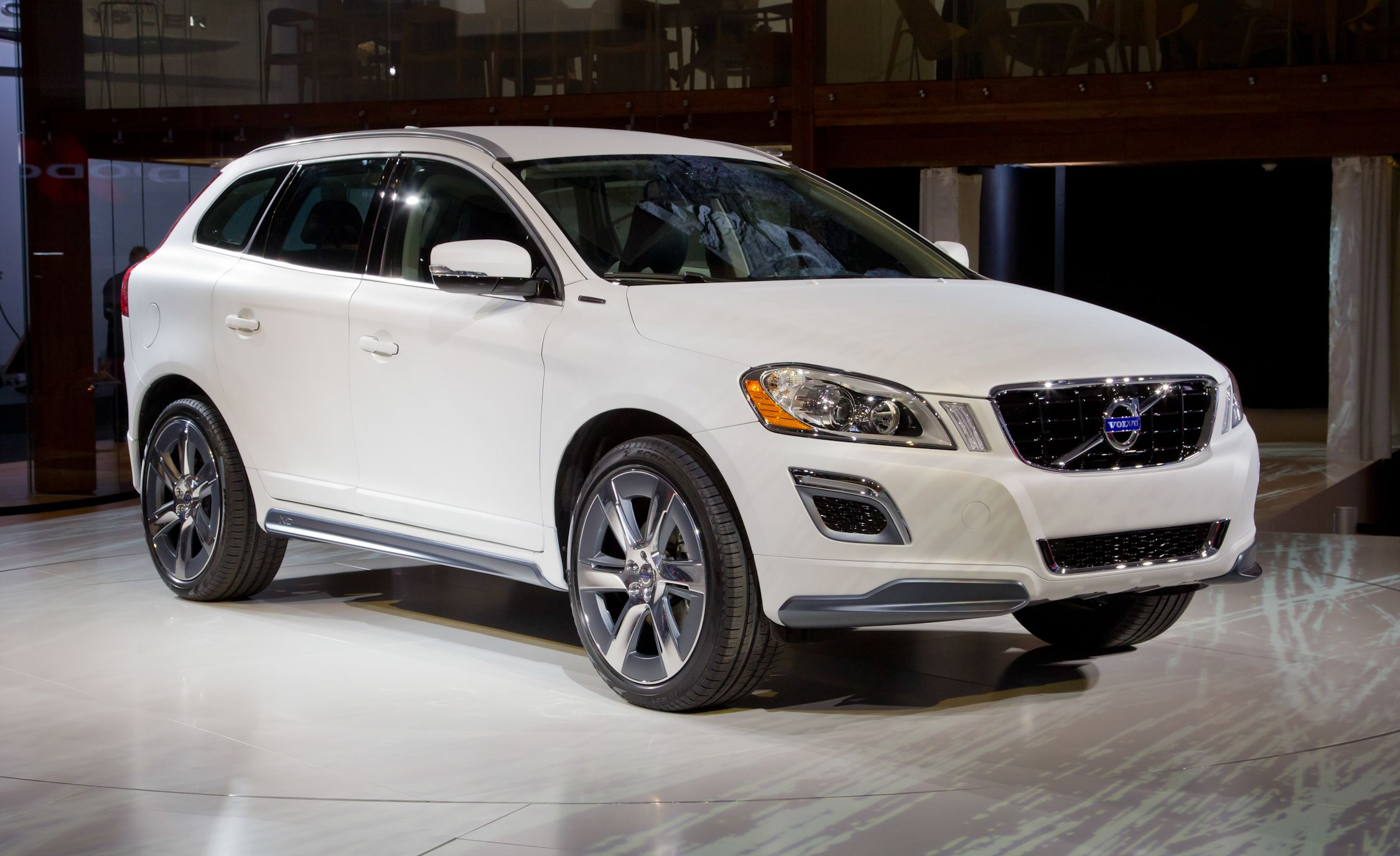 volvo xc60 plug-in hybrid concept at the 2012 detroit show &#8211