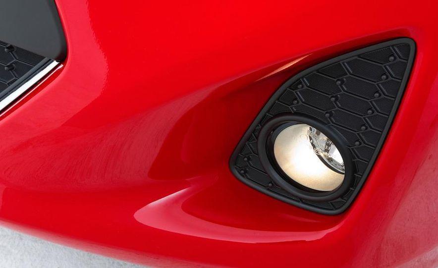 2012 Toyota Yaris SE - Slide 8