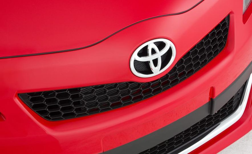 2012 Toyota Yaris SE - Slide 7