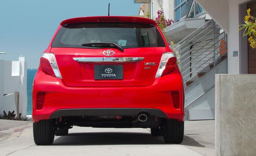 2012 Toyota Yaris SE - Slide 6