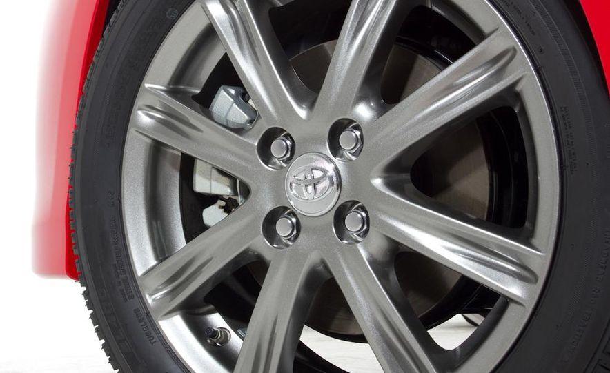2012 Toyota Yaris SE - Slide 9