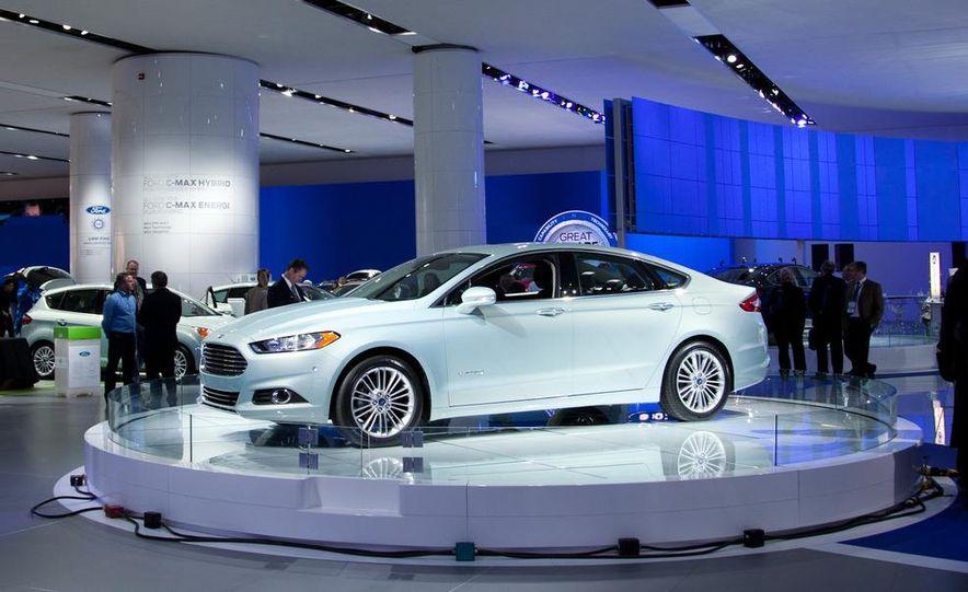 2013 Ford Fusion Titanium - Slide 17