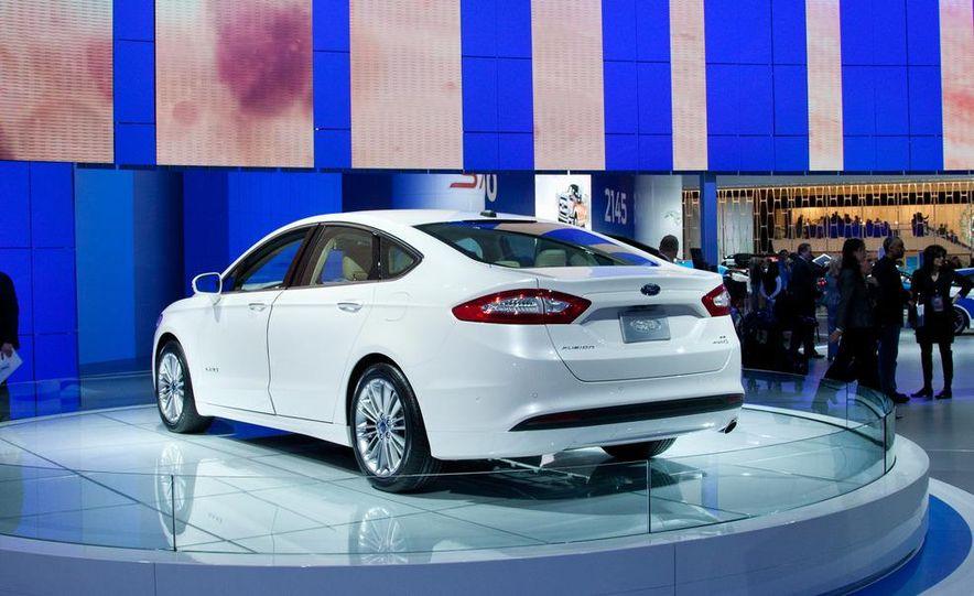 2013 Ford Fusion Titanium - Slide 18