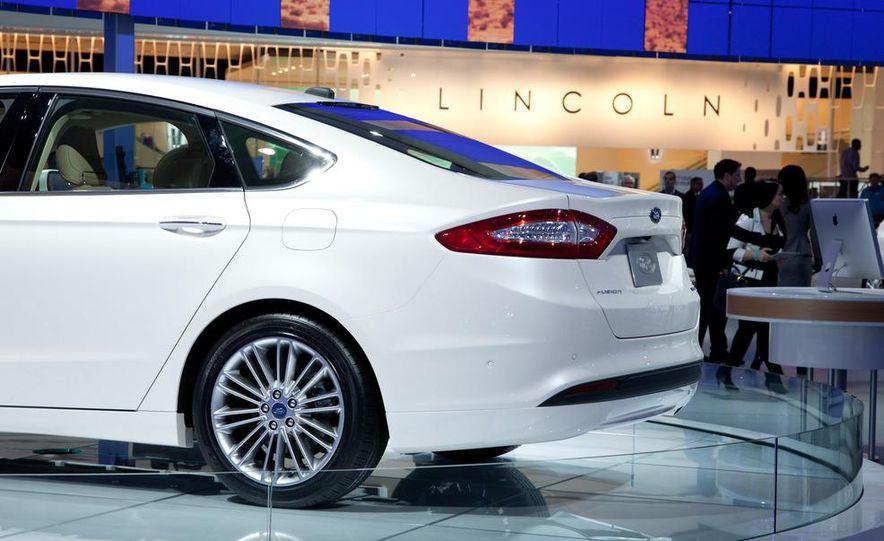 2013 Ford Fusion Titanium - Slide 20