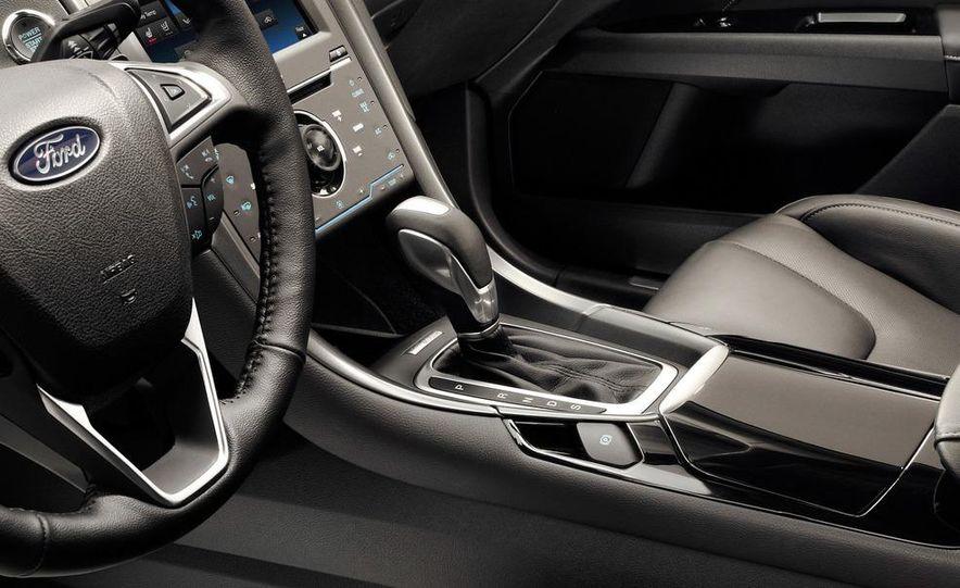 2013 Ford Fusion Titanium - Slide 27