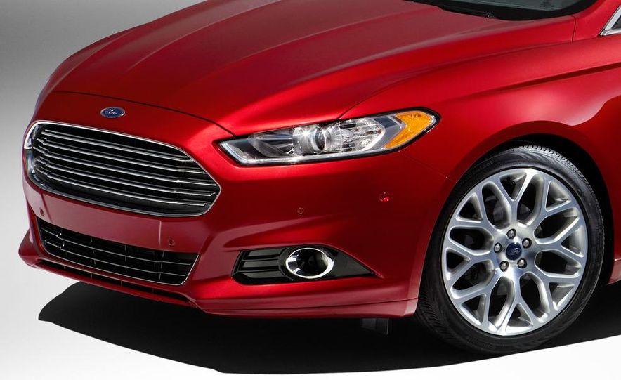 2013 Ford Fusion Titanium - Slide 23
