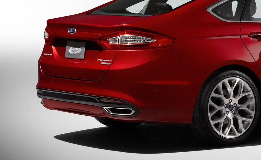 2013 Ford Fusion Titanium - Slide 24
