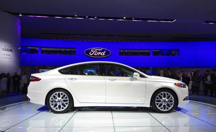 2013 Ford Fusion Titanium - Slide 2