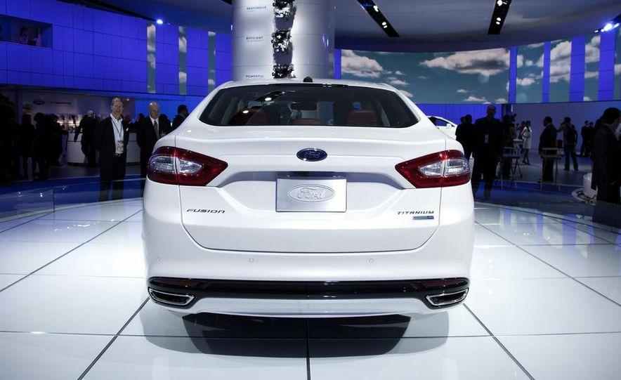 2013 Ford Fusion Titanium - Slide 3