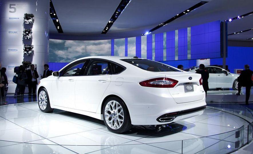 2013 Ford Fusion Titanium - Slide 4