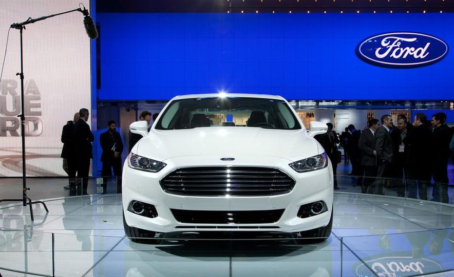 2013 Ford Fusion Titanium - Slide 10