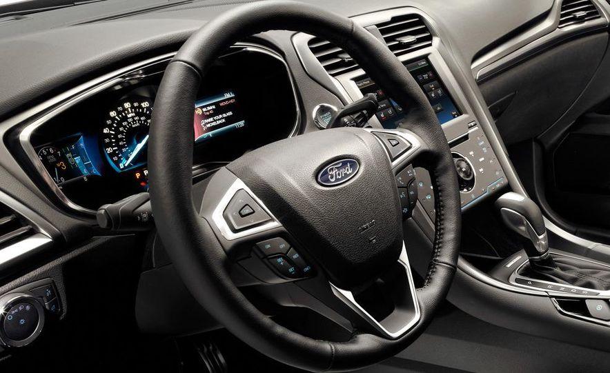 2013 Ford Fusion Titanium - Slide 26