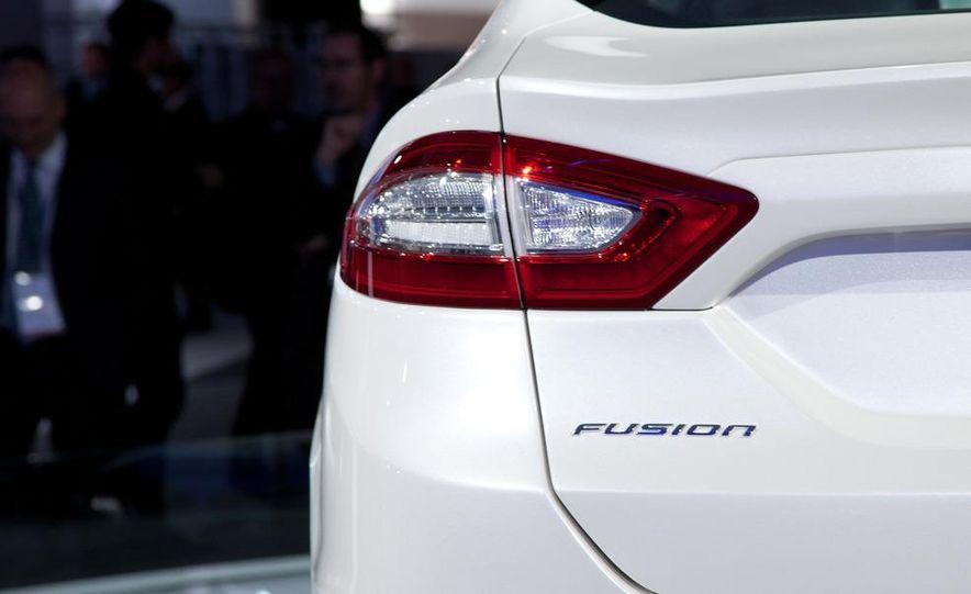 2013 Ford Fusion Titanium - Slide 14