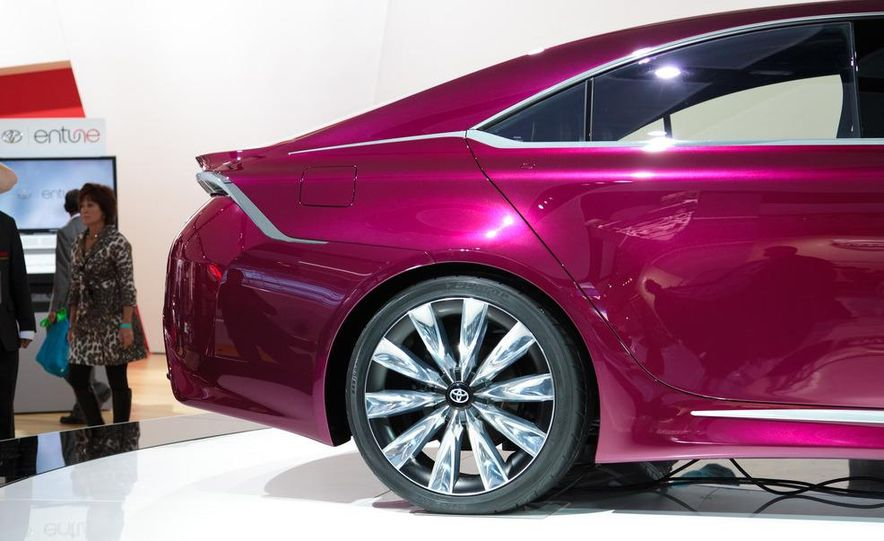 Toyota NS4 Advanced plug-in hybrid concept - Slide 6