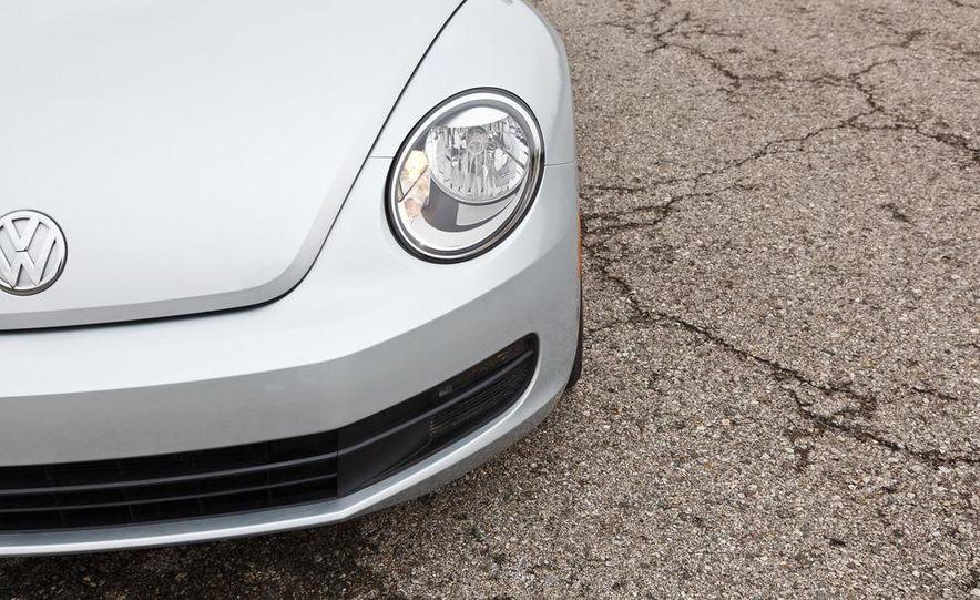 2012 Volkswagen Beetle 2.5 - Slide 13